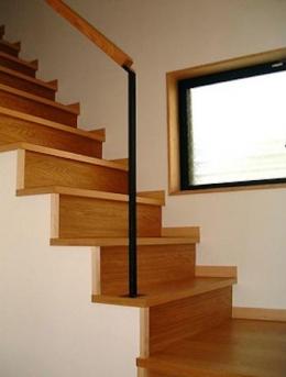 『鳴海町の家』築20年の家の増改築 (光を取り込む階段)