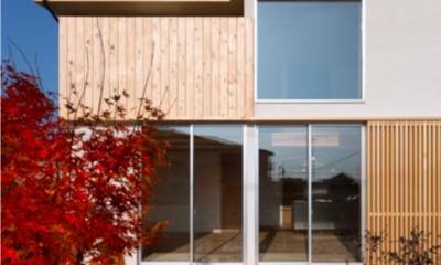 外観-ヒノキ格子open|『丹羽の家』ヒノキ造りの柔らかな表情の家