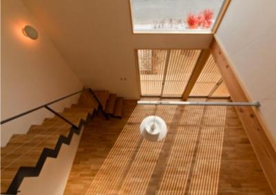 『丹羽の家』ヒノキ造りの柔らかな表情の家 (吹き抜け-上階より見下ろす)