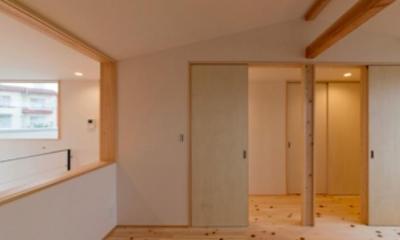 ヒノキフローリングの2階洋室|『丹羽の家』ヒノキ造りの柔らかな表情の家