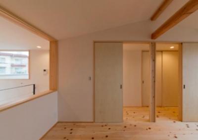 ヒノキフローリングの2階洋室 (『丹羽の家』ヒノキ造りの柔らかな表情の家)