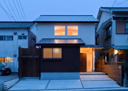 『天白の家 XI』のびのび暮らす住まいの部屋 北側外観-夕景
