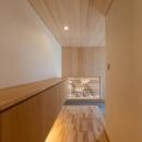 玄関-壁天井はヒノキ羽目板