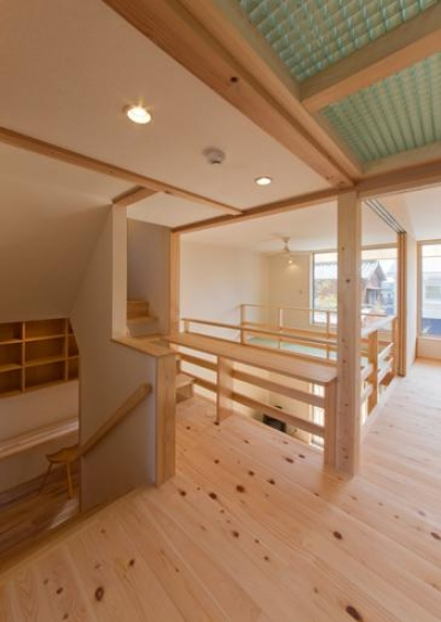 光が注ぐ2階フリースペース (『天白の家 XI』のびのび暮らす住まい)