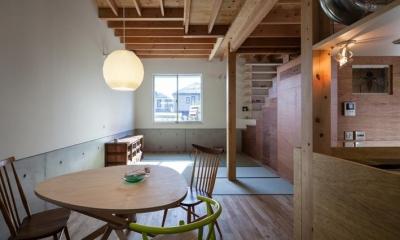 『MORI』木の温もり感じる絵本の中の家 (ダイニング・畳リビング)