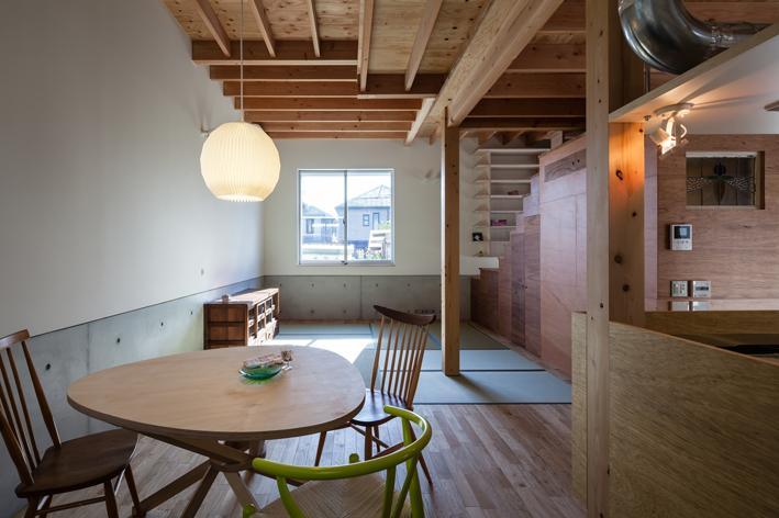 『MORI』木の温もり感じる絵本の中の家の部屋 ダイニング・畳リビング