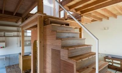 階段-階段下はトイレ|『MORI』木の温もり感じる絵本の中の家