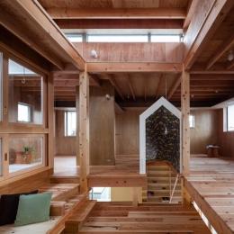 『MORI』木の温もり感じる絵本の中の家 (木の温もり感じる2階フリースペース)