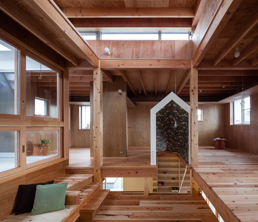 『MORI』木の温もり感じる絵本の中の家の部屋 木の温もり感じる2階フリースペース