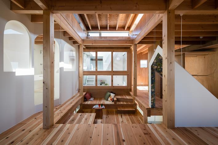 『MORI』木の温もり感じる絵本の中の家 (木に囲まれた寛ぎ空間)