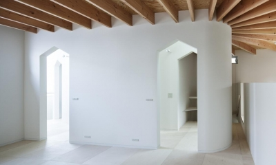 家型モチーフの入口|『Moon』柔らかくて優しい住まい