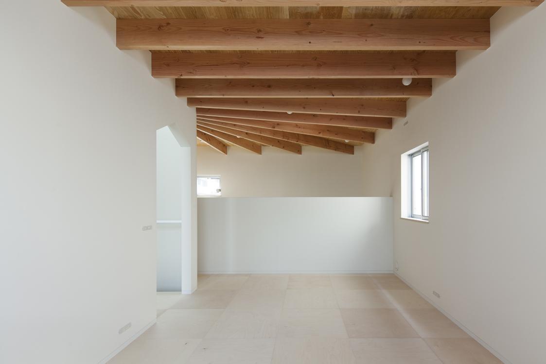 『Moon』柔らかくて優しい住まいの部屋 シンプルなベッドルーム