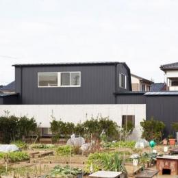 『金石の家』プライバシーを守りながら開放的に暮らす家 (黒い家外観)
