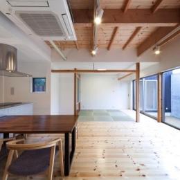 『金石の家』プライバシーを守りながら開放的に暮らす家 (明るく開放的なLDK)