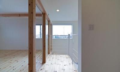 高窓より光の差し込む2階洋室 『金石の家』プライバシーを守りながら開放的に暮らす家