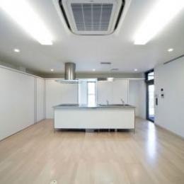 『杉浦町の家』中庭のあるシンプルな住まい (シンプルなLDK)