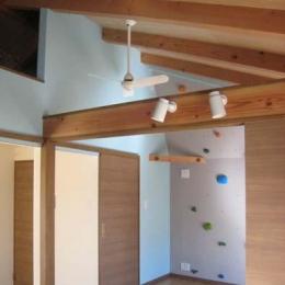『クライミングウォールのある住宅』太陽と風と共に暮らす家 (天井高さを利用したクライミングウォール)
