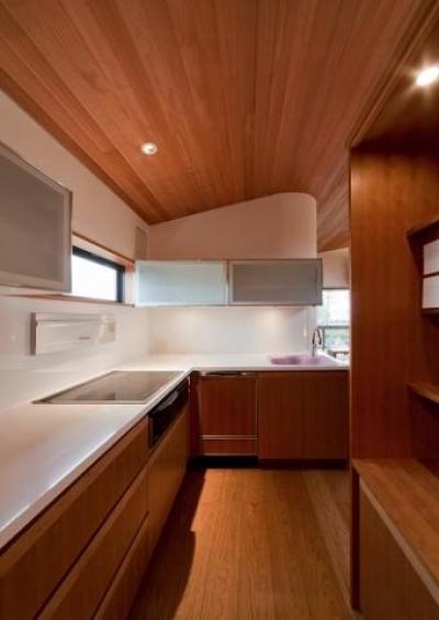 木目の美しいキッチン (『OK-house』アメリカンブラックチェリーの家)
