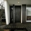 黒いドアの住宅玄関