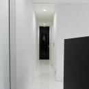 モノトーンの廊下