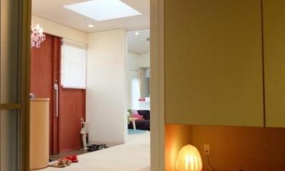 玄関ホールからつながる和室|『Circle』照明が空間を作り出す住まい