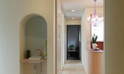 『Circle』照明が空間を作り出す住まい (手洗いスペース・廊下)