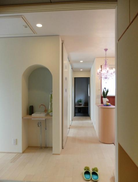 『Circle』照明が空間を作り出す住まいの部屋 手洗いスペース・廊下