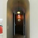 『Circle』照明が空間を作り出す住まいの写真 キッチンよりつながる廊下