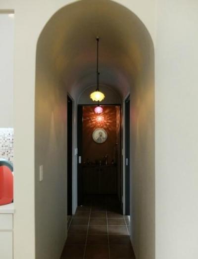 キッチンよりつながる廊下 (『Circle』照明が空間を作り出す住まい)