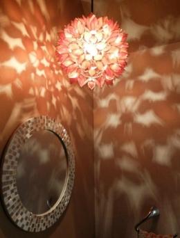 『Circle』照明が空間を作り出す住まい (ペンダントライトの幻想的な影-1)