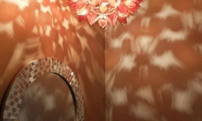 ペンダントライトの幻想的な影-1|『Circle』照明が空間を作り出す住まい