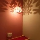 『Circle』照明が空間を作り出す住まいの写真 ペンダントライトの幻想的な影-2