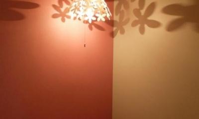 ペンダントライトの幻想的な影-2|『Circle』照明が空間を作り出す住まい