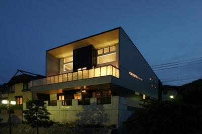 ~開放感あふれる暮らしを楽しむ『回遊する眺望リビングの家』 (外観)