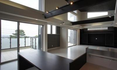 ~開放感あふれる暮らしを楽しむ『回遊する眺望リビングの家』