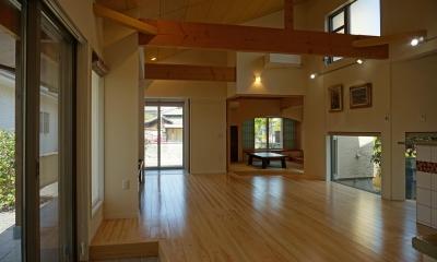 ~深い軒の外部空間を楽しむ『大屋根の美しい家』 (リビング)