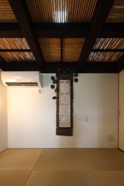 竹天井の座敷 (『厚木の家』個性あふれるアットホームな住まい)