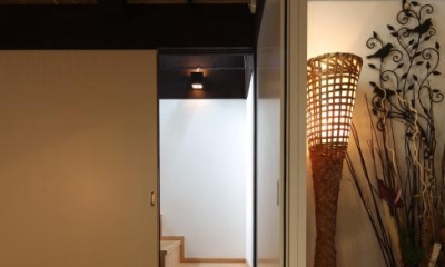 隠し階段のある座敷|『厚木の家』個性あふれるアットホームな住まい