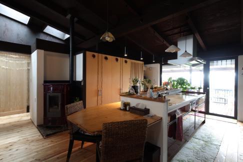 『厚木の家』個性あふれるアットホームな住まいの部屋 個性的かつアットホームなDK