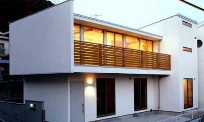 白い外観-夕景|夜景のきれいな家