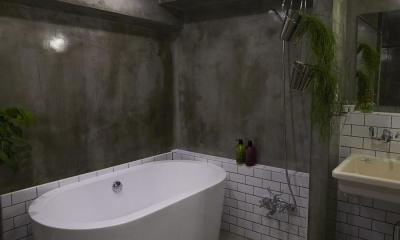 無骨リッチ (置き型バスタブのあるクールな浴室-2)