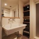 大きな鏡の洗面所