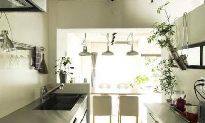 アンティーク&グリーン (家族の気配を感じられるキッチン)