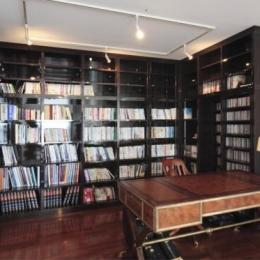 大容量本棚のある書斎