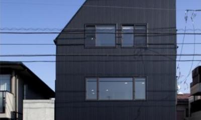 『目黒の家』シンプル&クールな住まい (モノトーンの外観-正面)