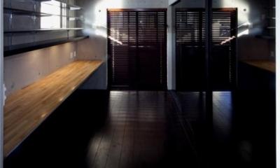 『目黒の家』シンプル&クールな住まい (クールなワークスペース)