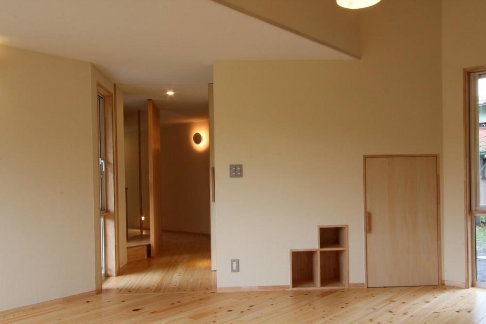 追分宿の家 (二世帯をつなぐ廊下)