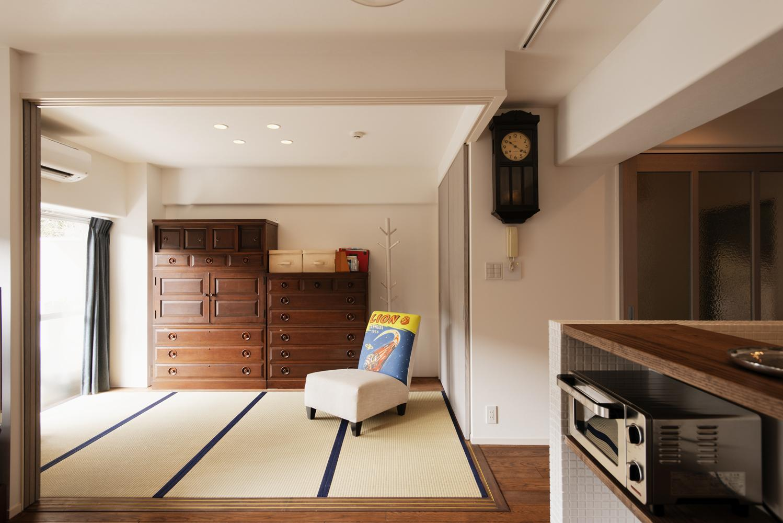 K邸・最大限の空間を確保した上質なインテリアの写真 リビング内和室