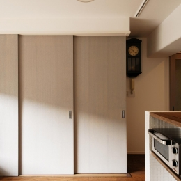 K邸・最大限の空間を確保した上質なインテリア (和室とリビングを引き戸で仕切る)