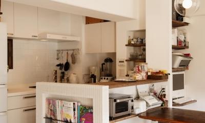 K邸・最大限の空間を確保した上質なインテリア (収納たっぷりのキッチン)